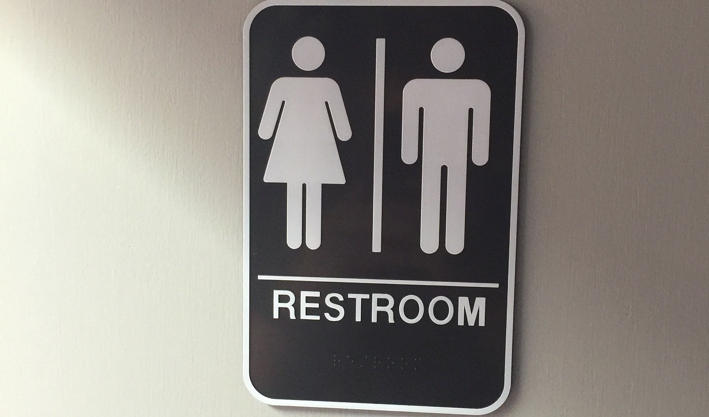 gender neutral bathrooms_190954