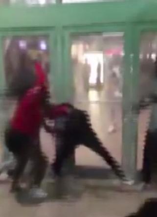 Mall Fight_317671