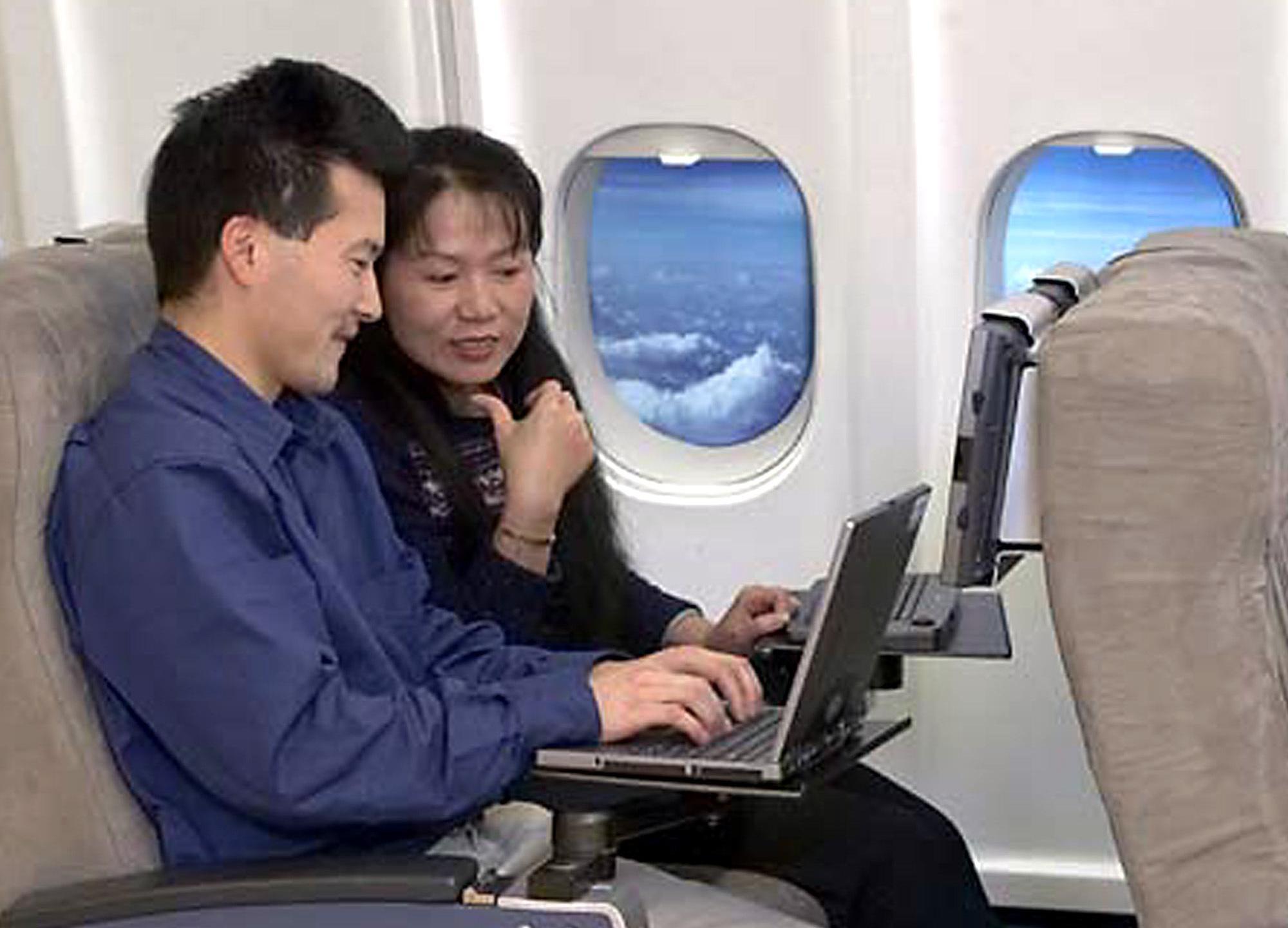 airplane laptops_356373