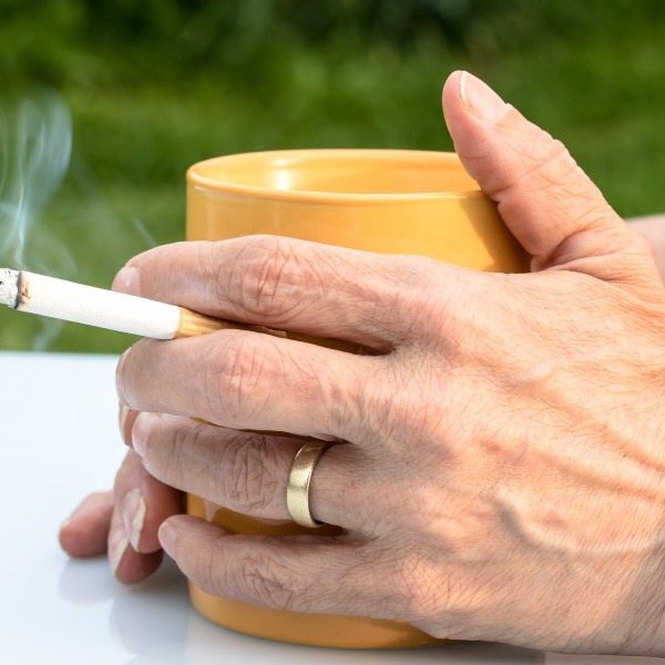 cigarette-2367456_1920_437392
