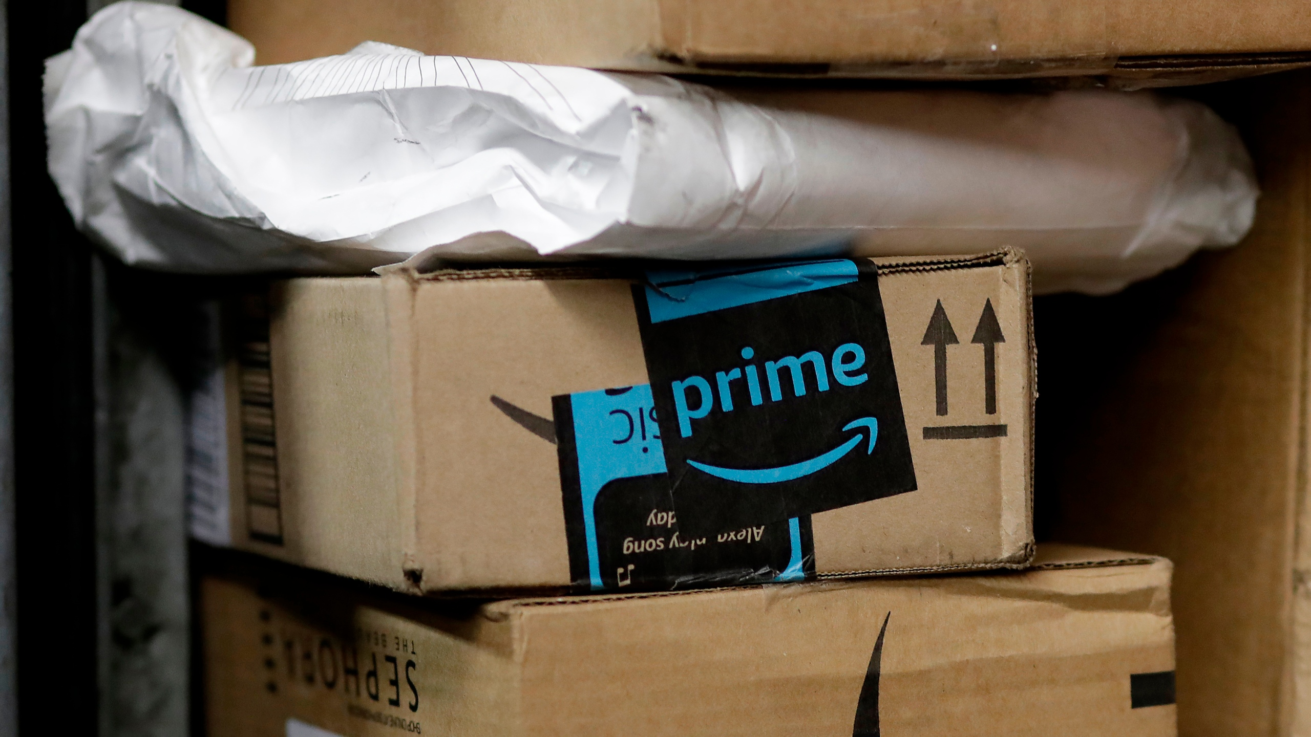 Amazon_Car_Delivery_33706-159532.jpg16768249