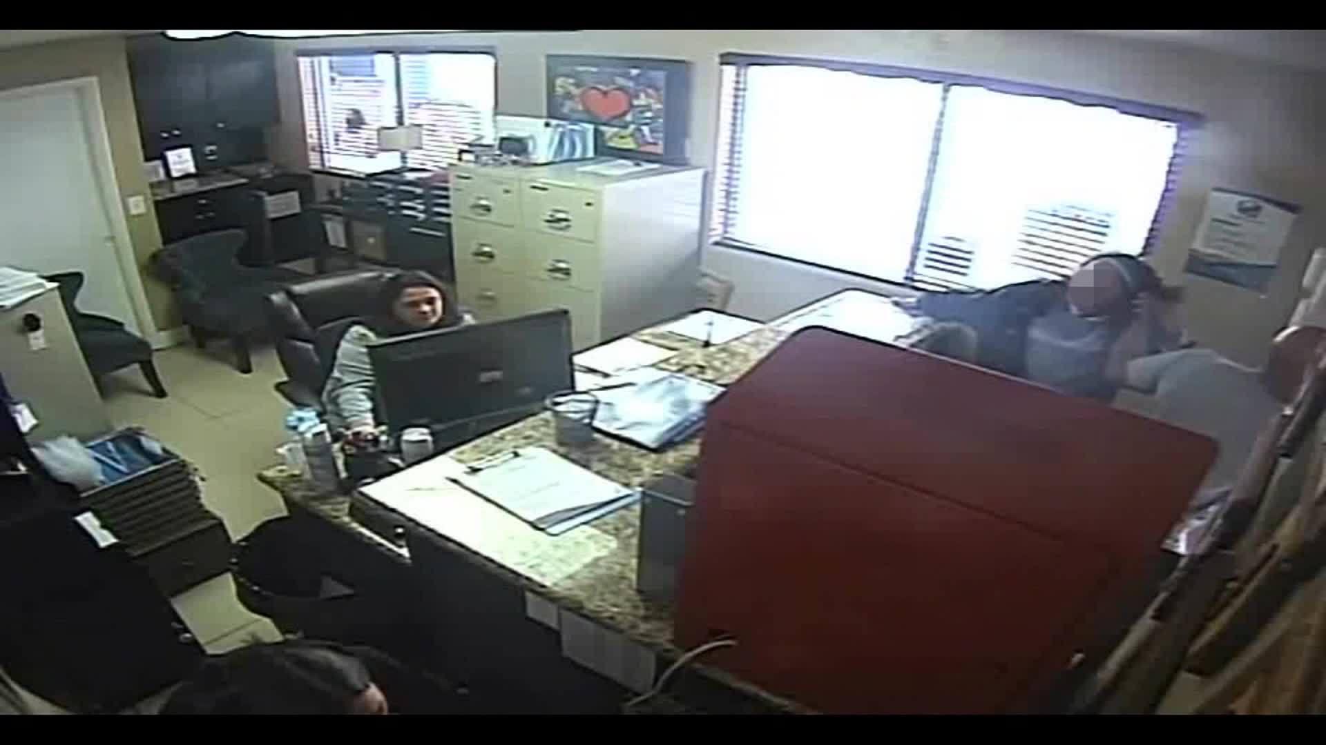 Florida cop beats daughter in school office as employees watch