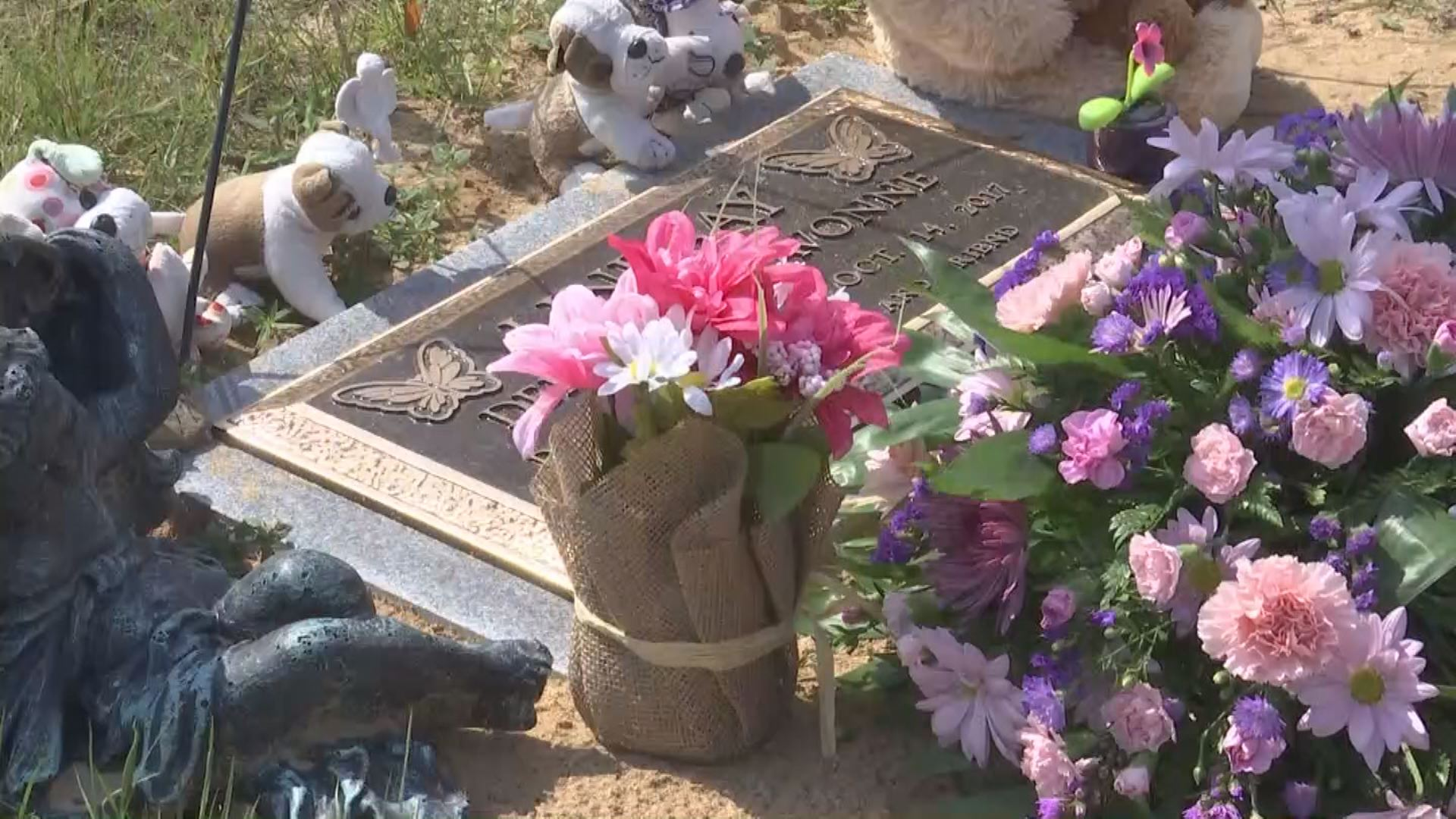 Headstone dedication ceremony for 9-year-old Dericka Lindsey