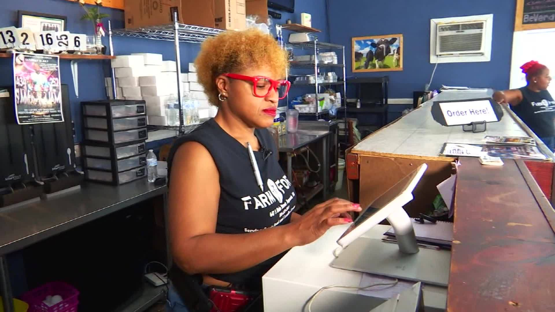 Caught on camera: Virginia server saves choking customer