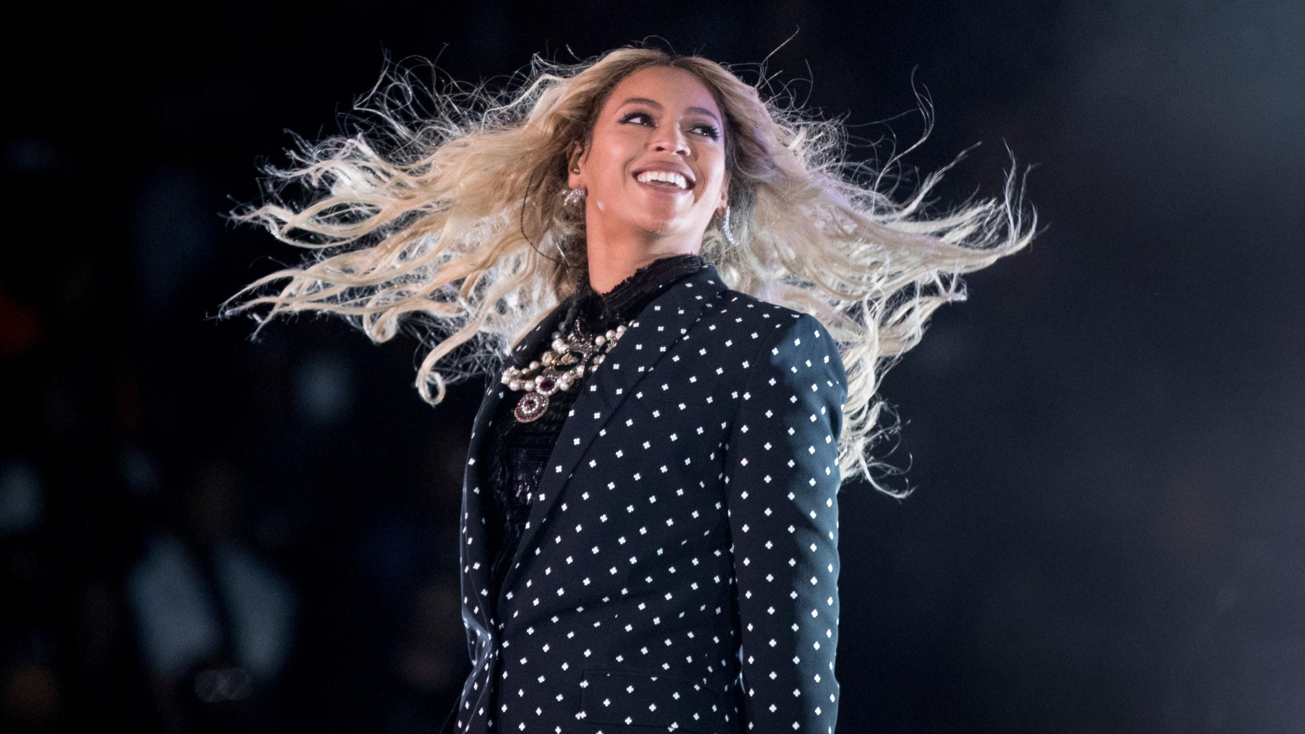 Music_Jay-Z-Beyonce_Album_22387-159532.jpg94098300
