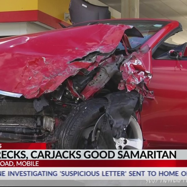 Car_crash_becomes_carjacking_in_Mobile_0_20181016192345
