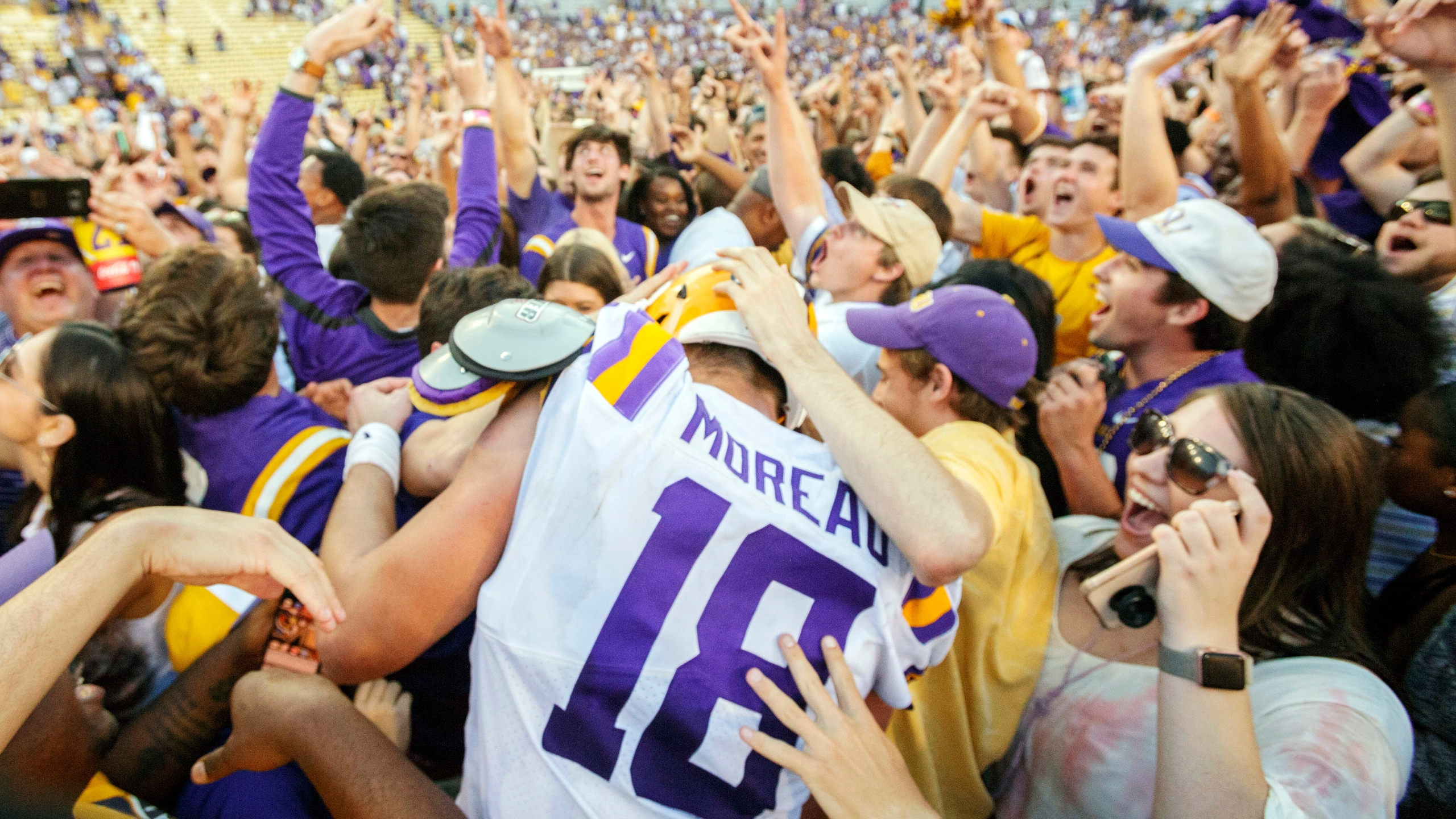 SEC fines LSU $100,000 for fans on field after Georgia win