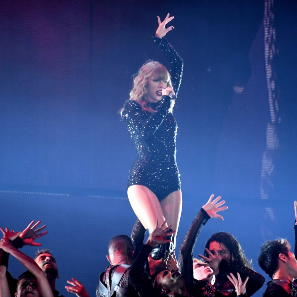 Taylor_Swift_in_Concert_-_East_Rutherford,_NJ_17961-159532.jpg00500061