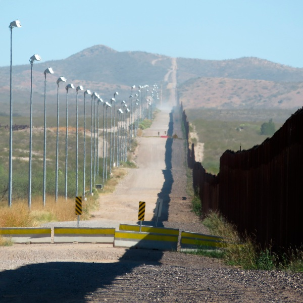 Mexico_Border_Wall-Images_88386-159532.jpg42255038