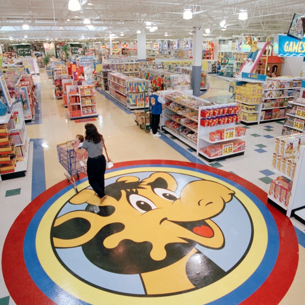 Toys_R_Us_Photo_Gallery_41318-159532.jpg64791726