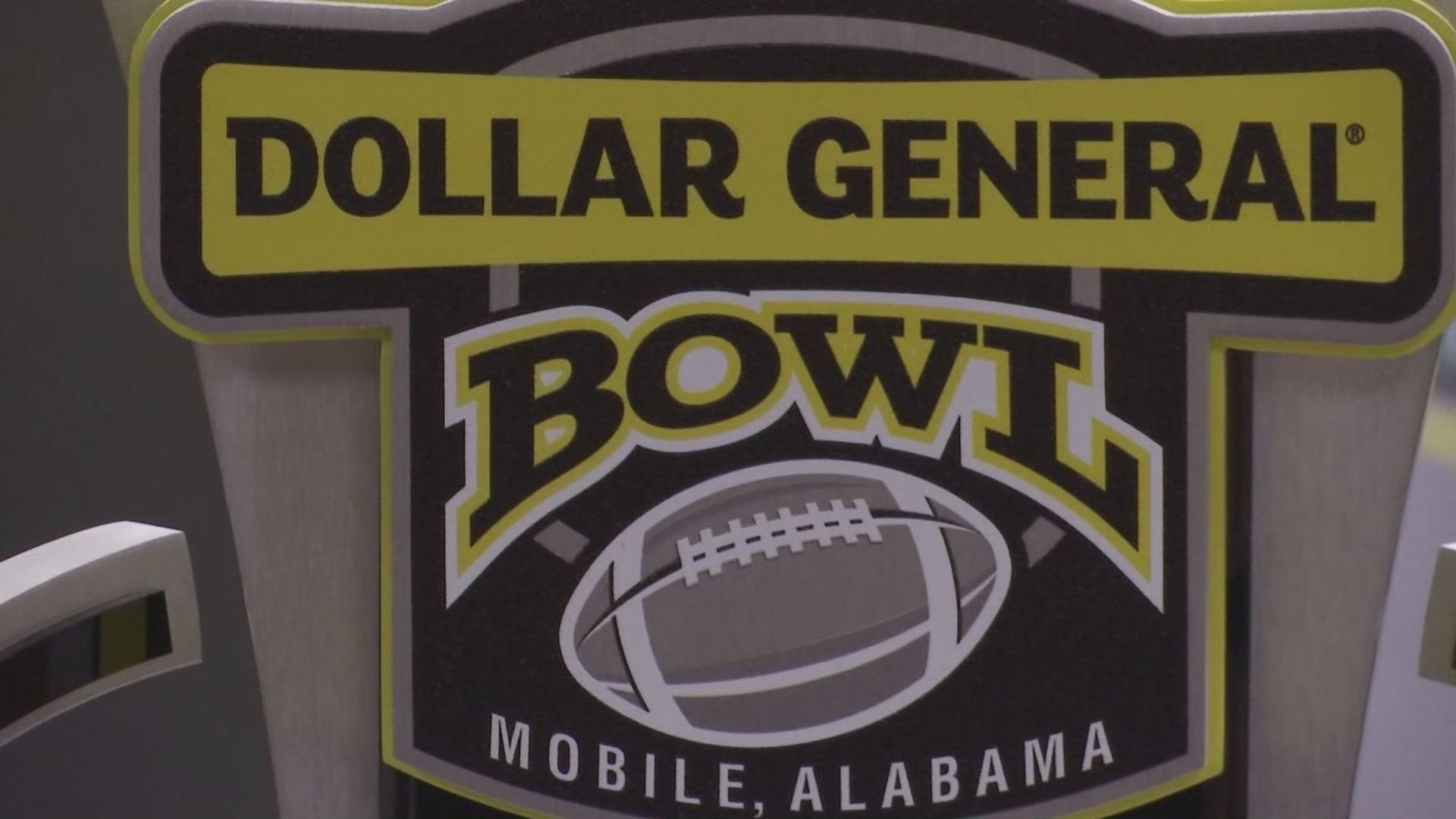 VIDEO: Teams arrive in Mobile head of Dollar General Bowl