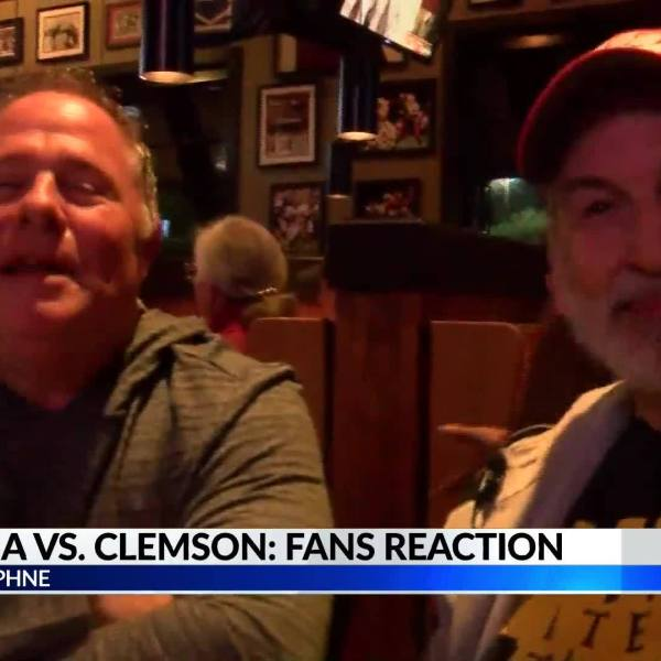 Clemson_fan_spotted_at_Daphne_bar_during_8_20190108042109
