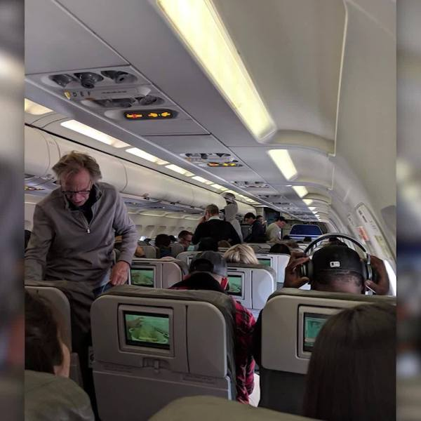 Passengers_delayed_in_New_York_over_ATC__7_20190125173643