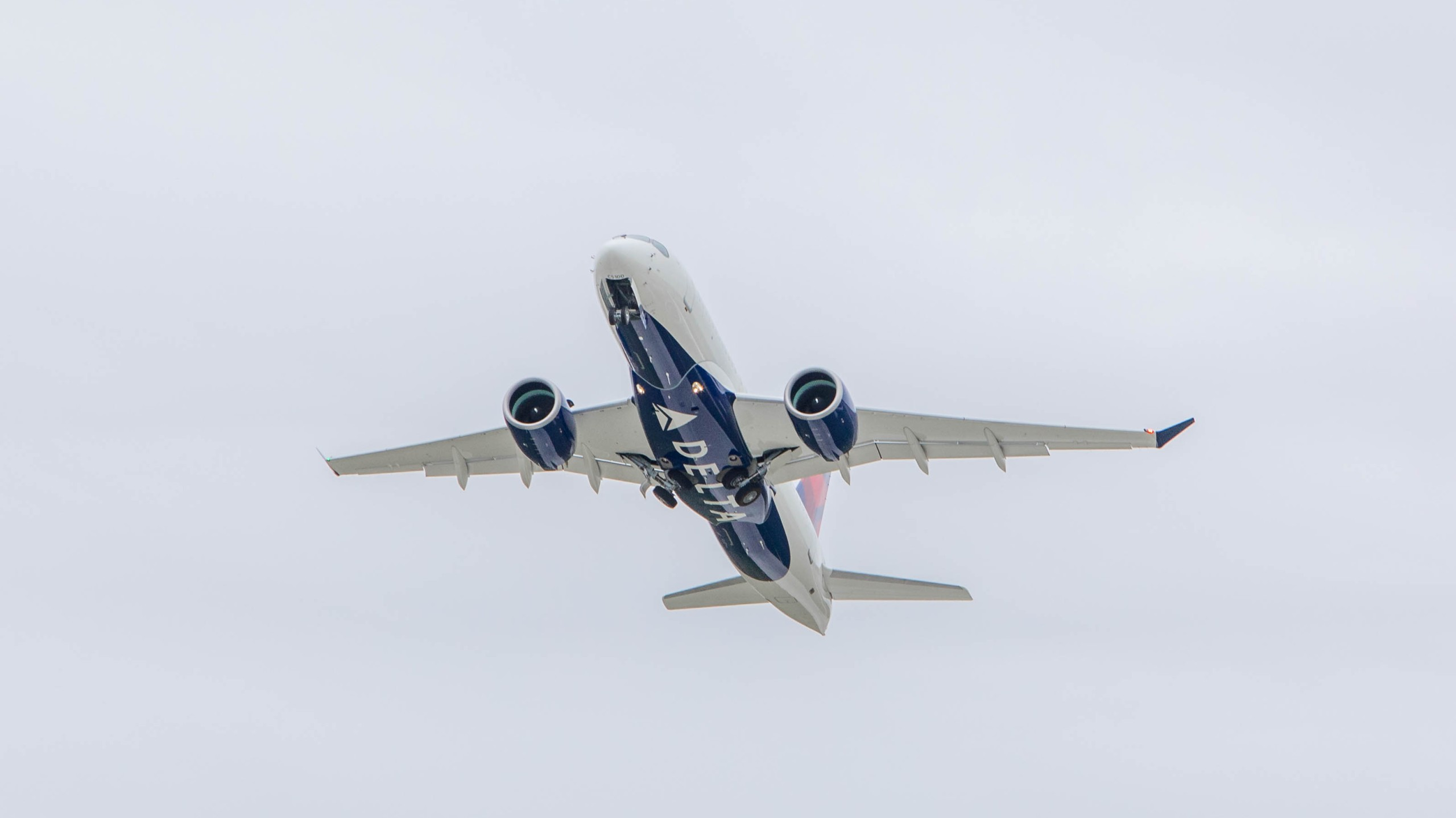 airbusdelta220_1547045623116.jpg