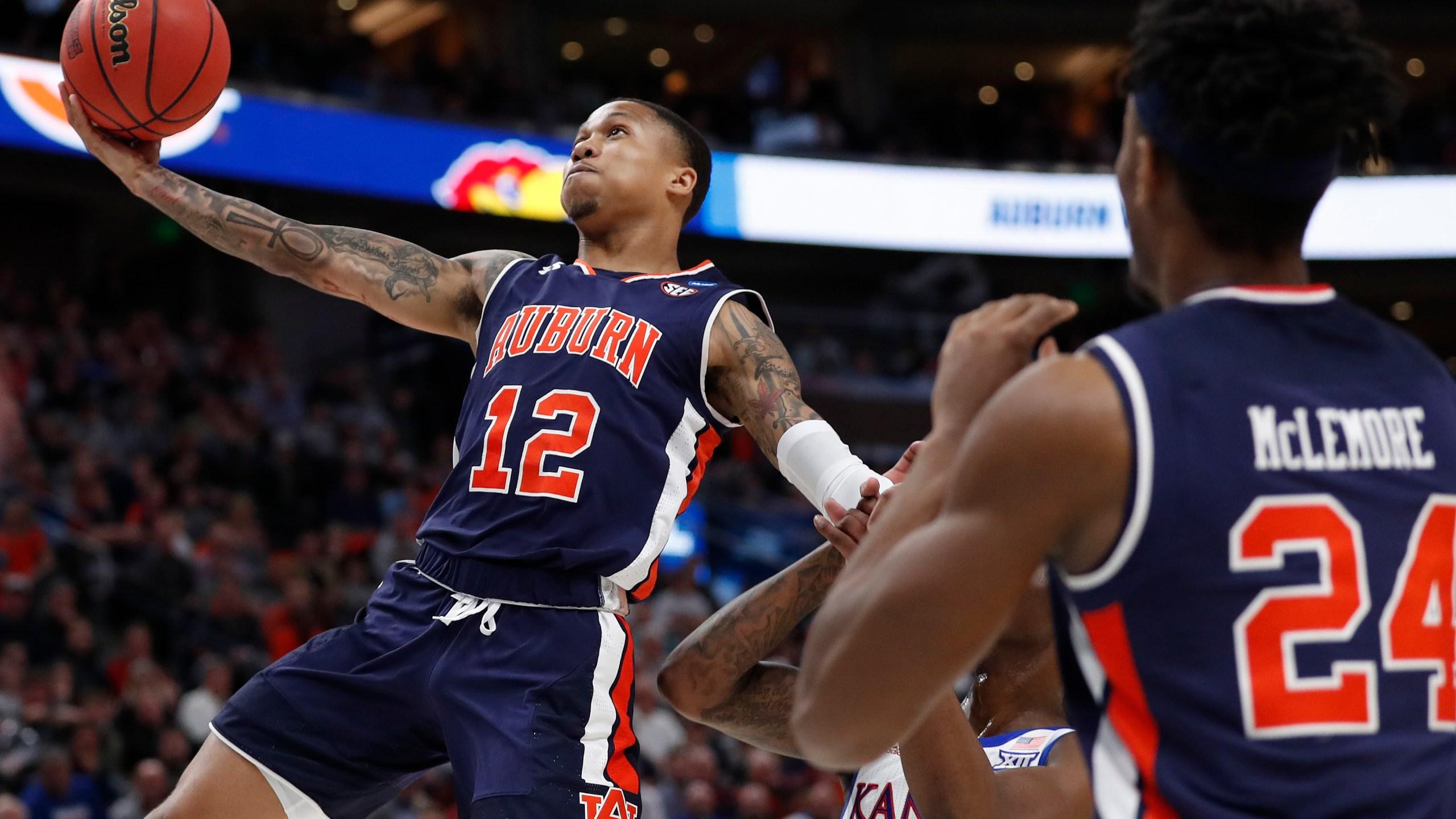 NCAA Auburn Kansas Basketball_1553402060600