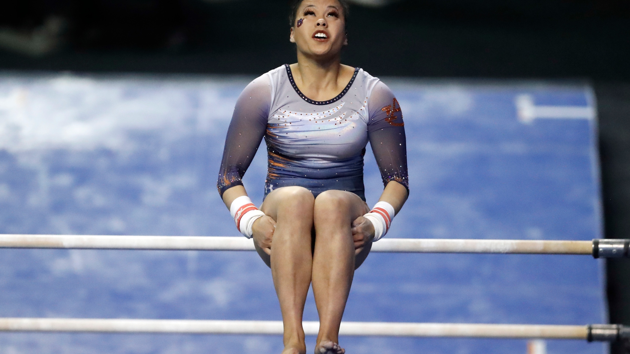 Auburn gymnast injures both legs during