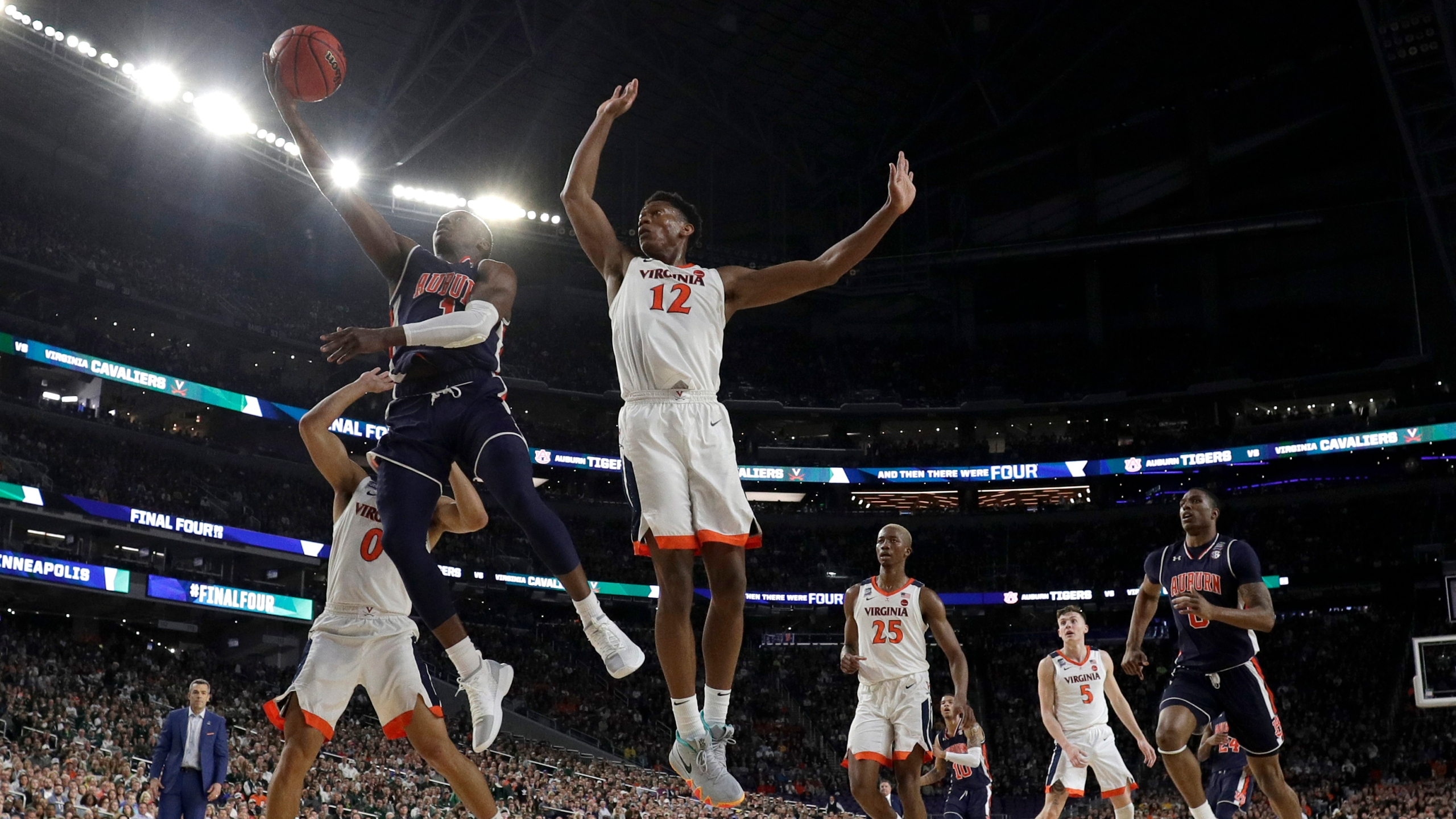Final_Four_Auburn_Virginia_Basketball_07359-159532.jpg03854127