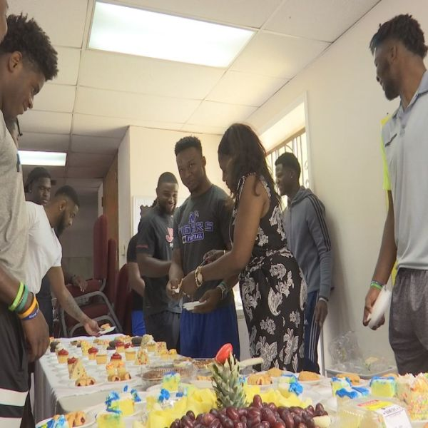 Local Athletes Give Back by Feeding the Homeless