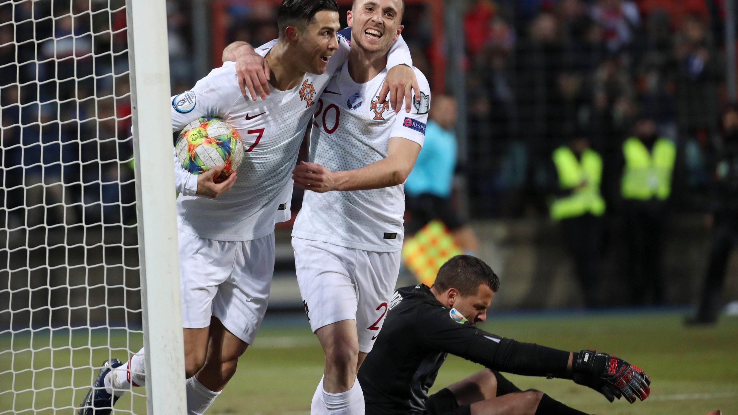 France Portugal Euro 2020 Calendrier.Ronaldo Stuck On 99 Goals But Portugal Through To Euro 2020