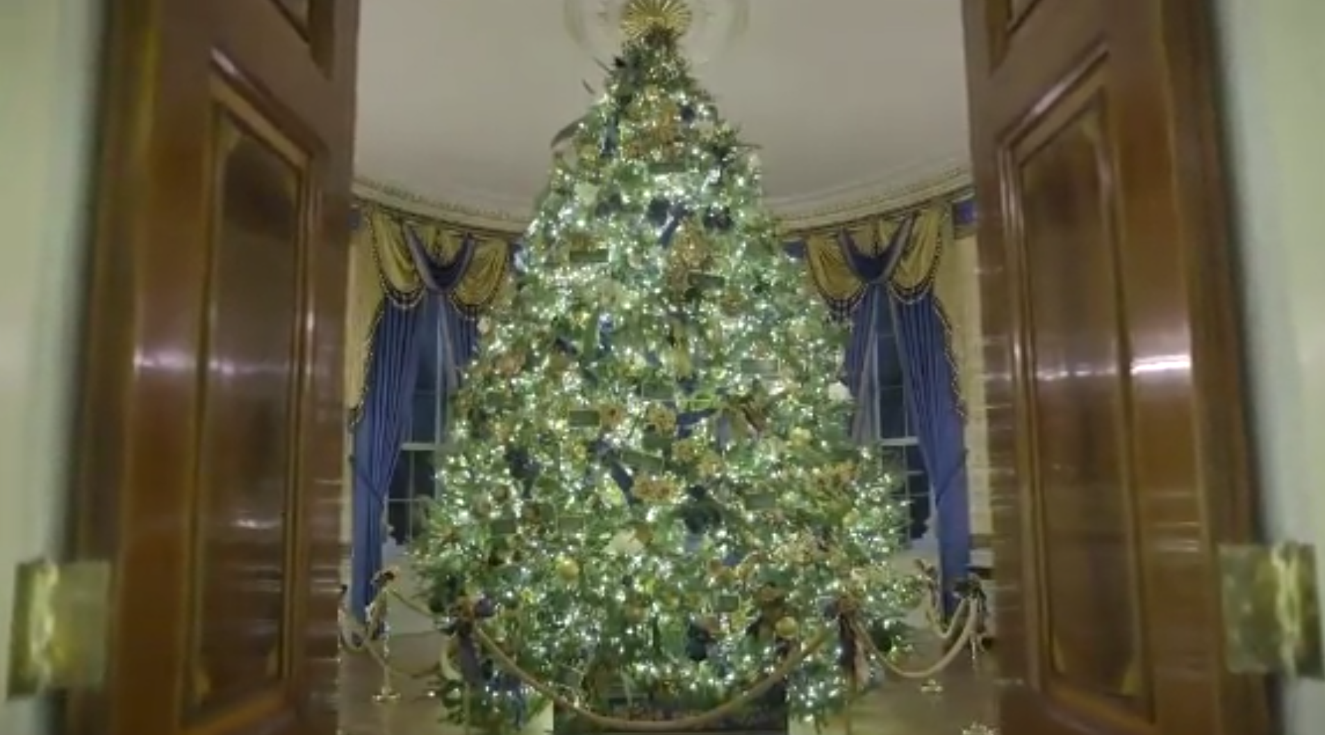 Application To Decorate The White House For Christmas 2020 Melania Trump unveils 2019 White House Christmas decorations