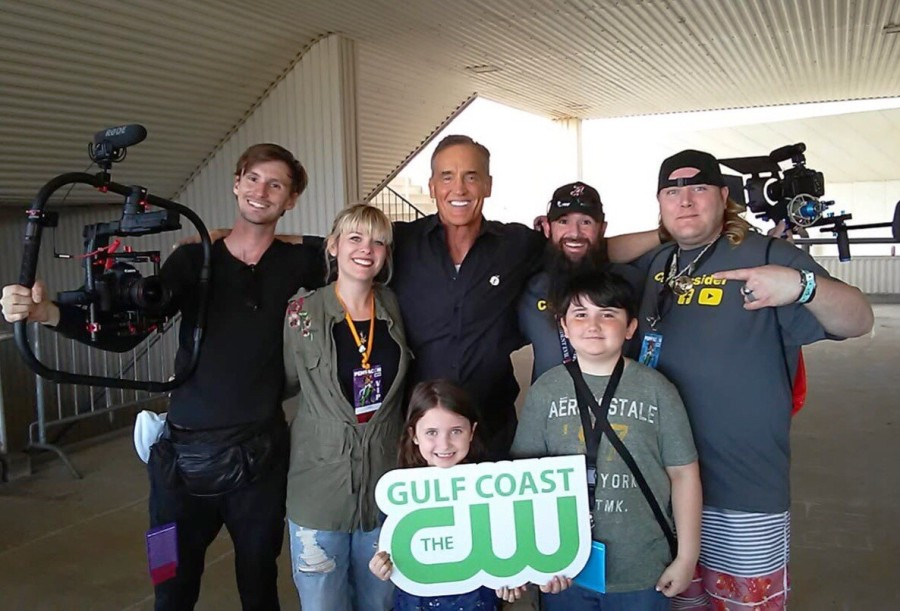 John Wesley Shipp poses with Tori B. and her GCCW friends at Pensacon 2019.