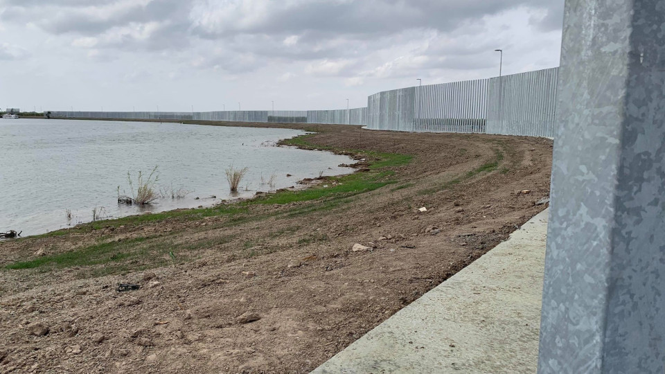 Construction on a private border wall continues in Mission (photo: KVEO January 2020)
