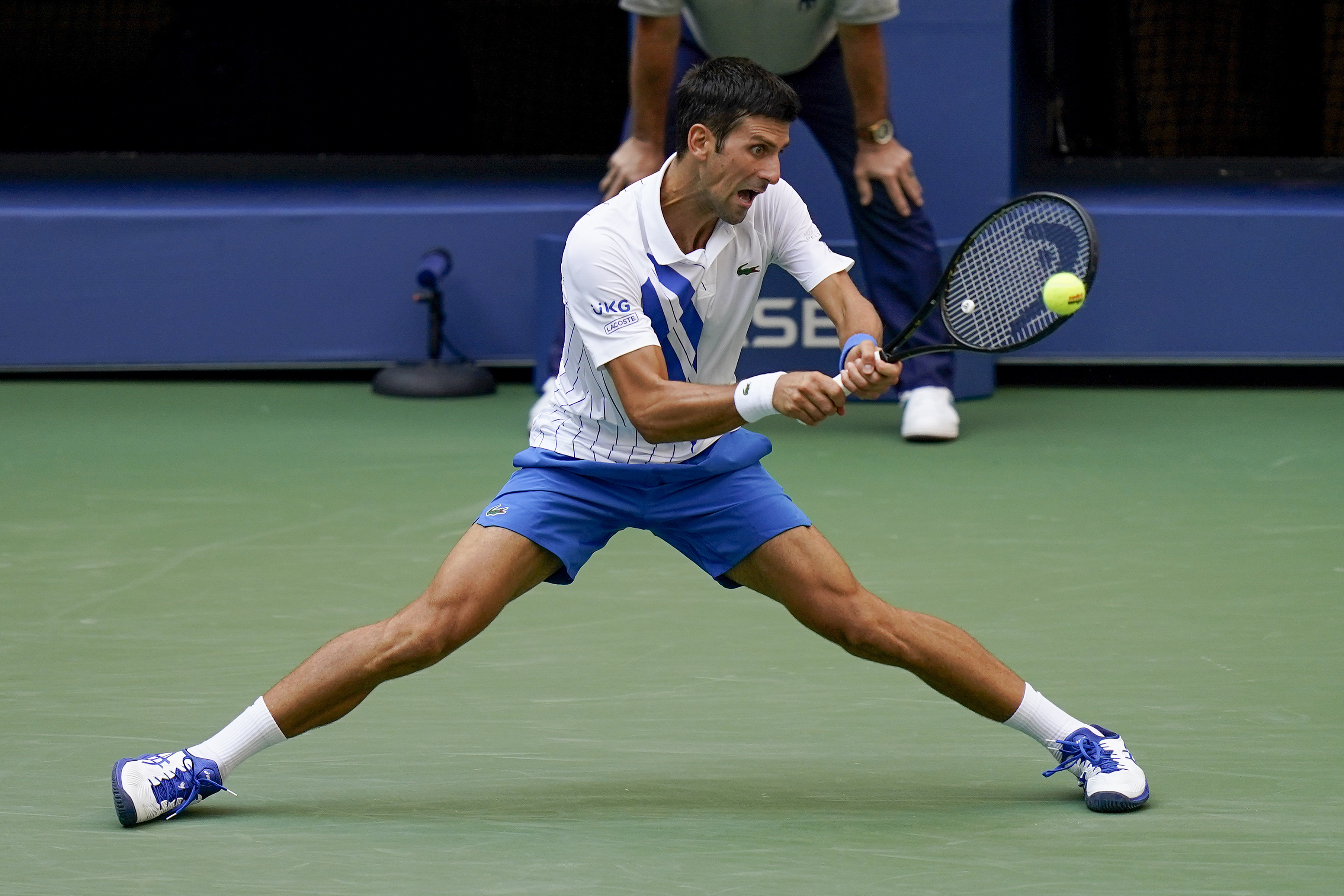 Djokovic Out Of Us Open After Hitting Line Judge With Ball Wkrg News 5