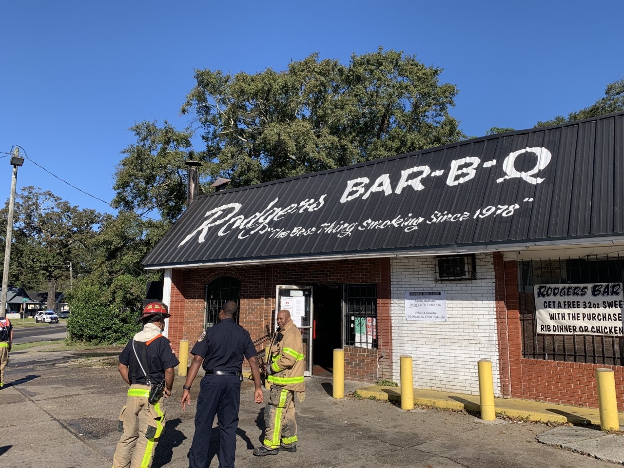 Mobile Fire-Rescue responds to fire at Rodgers BBQ
